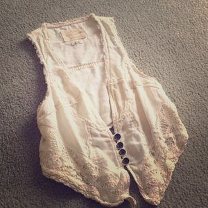 White vest with lace